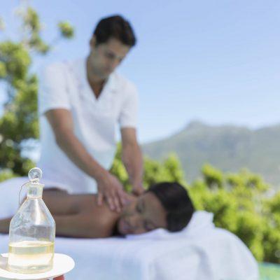 Massage homme en blanc